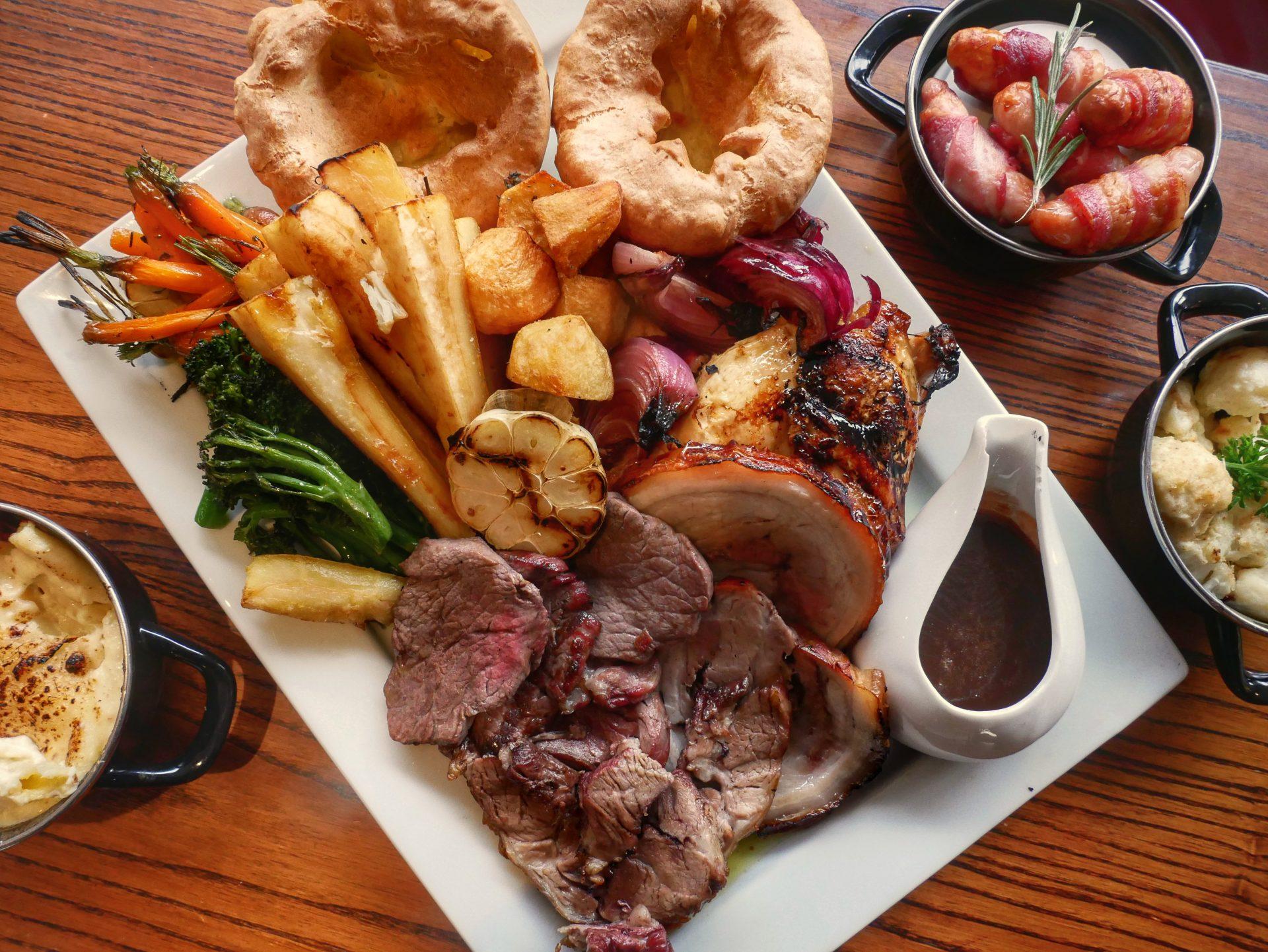 british roast dinner traditional cuisine